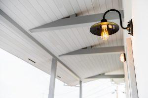 scolhouse玄関の照明